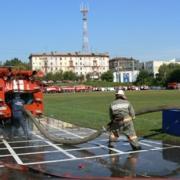 30 пожарных машин собрались возле ижевского стадиона «Динамо»