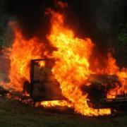 из-за столкновения двух грузовиков, один из водителей сгорел заживо