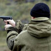 Нетрезвые молодые люди выстрелили в голову из пневматического оружия двухлетнему ребенку в Ижевске